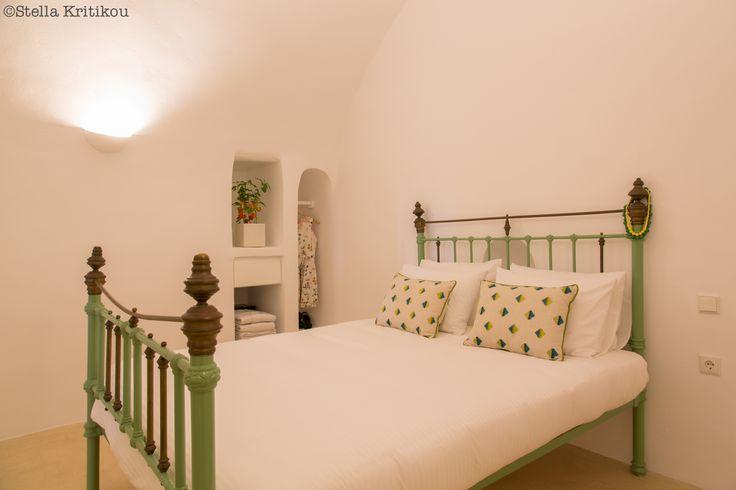 iron bed, tradition, villa, mesaria, santorini, fresh design