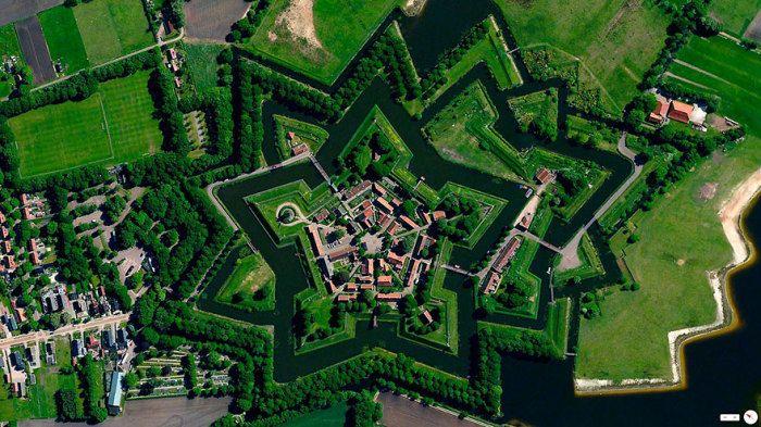Одной из популярных достопримечательностей Нидерландов является «Звездная крепость Крепость Буртанж, Вестерволд, Нидерланды