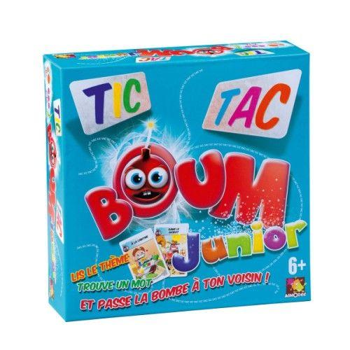 L'objectif du jeu Tic Tac Boum Junior est de trouver un mot sur un thème imposé et passer la bombe à son voisin avant qu'elle n'explose ! Le premier joueur démarre le compte à rebours de la bombe et prononce un mot en rapport avec le thème de la carte. Dès qu'il a prononcé ce mot, il passe la bombe à son voisin, qui doit trouver un autre mot. Le joueur qui se retrouve avec la bombe en main au moment de son explosion perd la manche. Pour apporter un peu de piment aux parties, la mèche de la…
