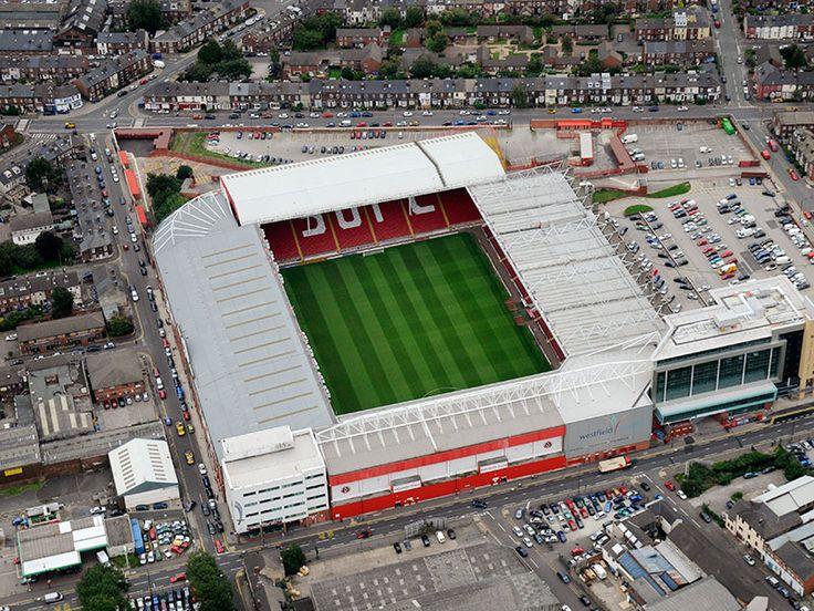 Bramall Lane es un estadio de fútbol situado en la ciudad de Sheffield en el Reino Unido, este estadio es propiedad del Sheffield United F.C. Capacidad 32.702 espectadores
