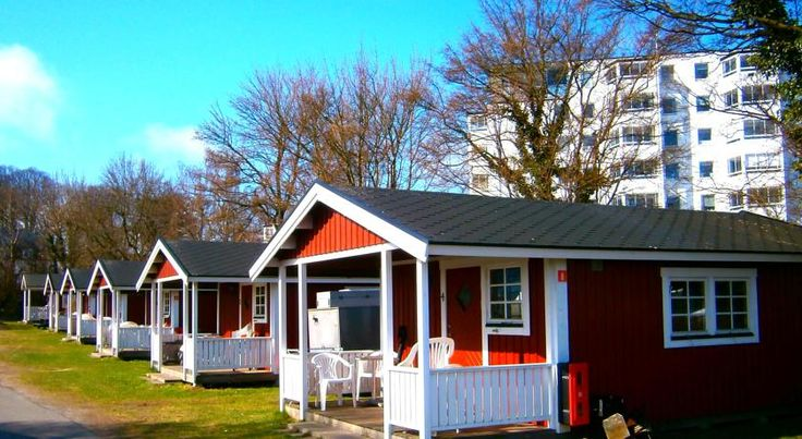 Helsingør Camping & Cottages Grønnehave Helsingør Helsingør Camping & Cottages Grønnehave is located by the Øresund strait, only 1 km from central Helsingør. It offers a large terrace, private parking and a variety of recreational activities.