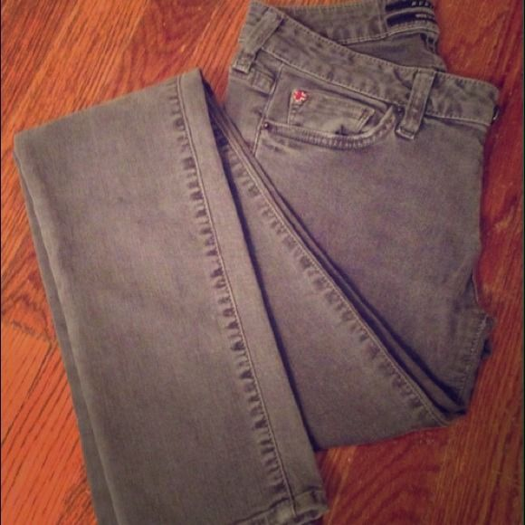 Hudson Grey Skinny Jeans Such a great staple jean, especially for fall and winter. Despite much use, they are in great condition! Hudson Jeans Jeans Skinny