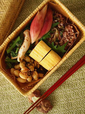 Healthy Japanese Vegetarian Bento Lunch by niconicojam (Chirashi-style Sushi Brown Rice with Myoga Ginger and Shiso Basil, Tamagoyaki Omelet, Simmered Soybeans)|茗荷と青紫蘇のちらし寿司弁当