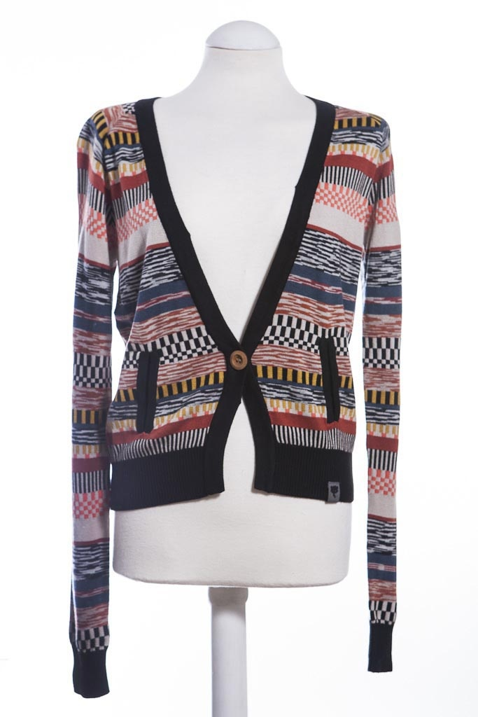 Luella is a pretty cardigan from Numph which is in our online boutique. We like the colour and print of this cardigan. £55