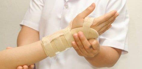 L'orthopédiste-orthésiste conçoit, réalise et pose des appareillages destinés à restituer confort et bien-être aux personnes souffrant d'une pathologie musculaire, tendineuse, ligamentaire ou osseuse.