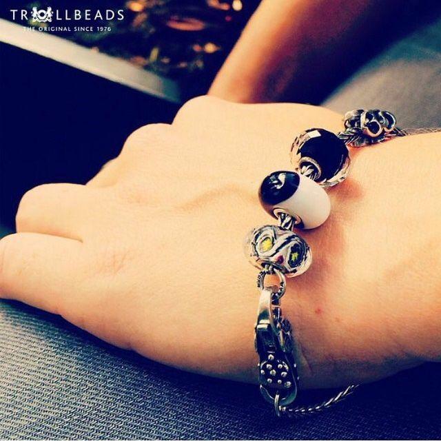 Un braccialetto mozzafiato che include il People's Beads 2014 e le novità autunnali! Ti piace la combinazione? Trollbeads http://www.gioielleriagigante.it/categoria-prodotto/gioielli-donna/trollbeads/