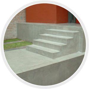 THINCRETE  Revestimiento cementicio con color texturado símil piedra de 2 a 4 mm. de espesor. Se pueden lograr texturas de piedra natural símil laja, granito, coquina, etc. Aplicable sobre pisos, paredes y escaleras.