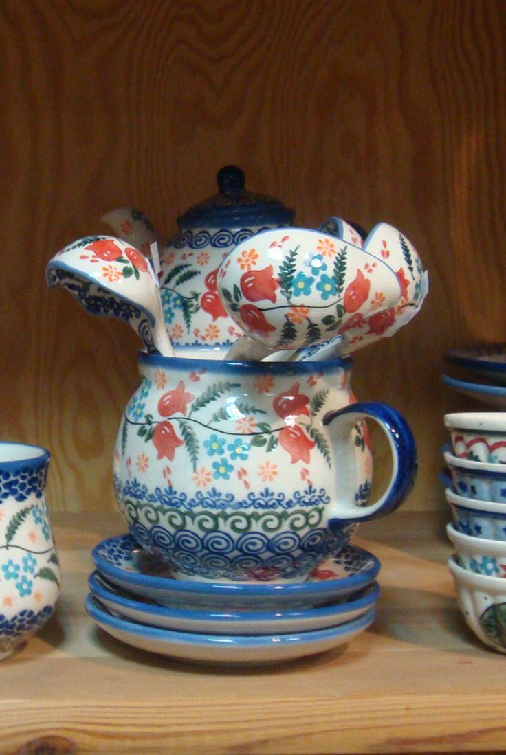 Восточные тюльпаны. #polishpottery #pottery  #ceramics #boleslawiec #польскаякерамика #посударучнойработы #керамикаручнойработы #посуда ceramic | tableware | pottery | polish pottery | boleslawiec | посуда | керамическая посуда | польская керамика  | польская посуда | болеславская керамика | керамика