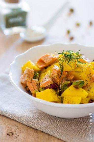 Insalata di mango, salmone e pistacchi - Brodo di coccole #mango #salmone #pistacchi #aneto #brododicoccole