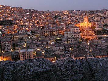 Panorama Modica di notte