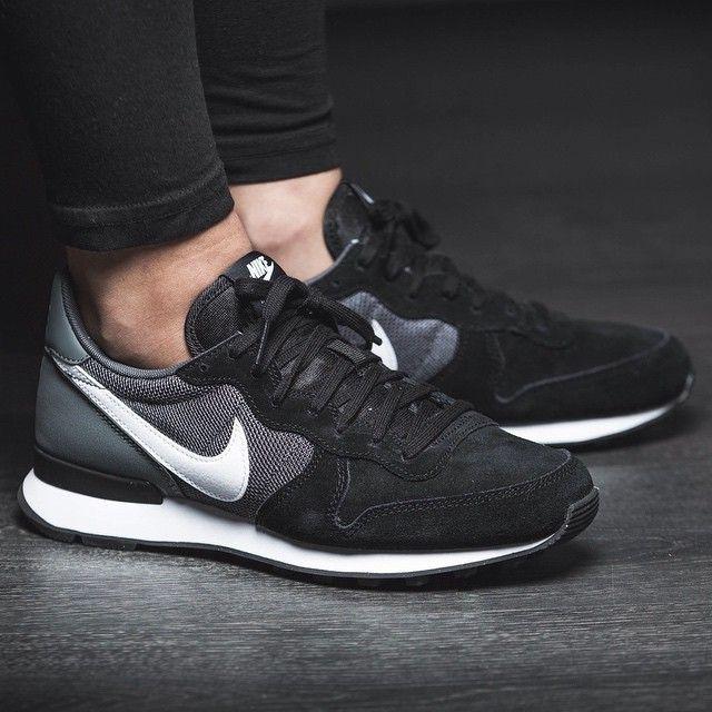 Nike Wmns Internationalist Suede Schwarz Grau 43einhalb Sneaker Store Fulda 43einhalb Nike Schuhe Damen Schwarz Turnschuhe Damen Schwarze Turnschuhe