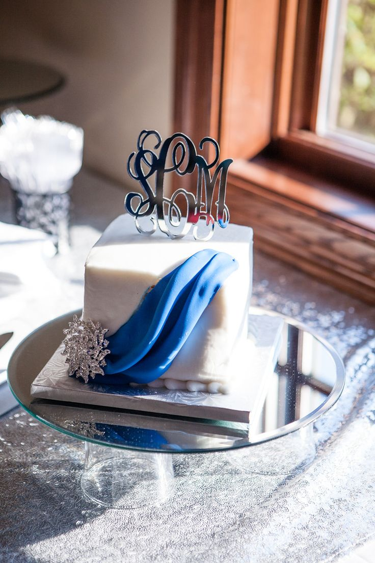 Small wedding cake. Cupcakes wedding reception dessert instead of wedding cake.