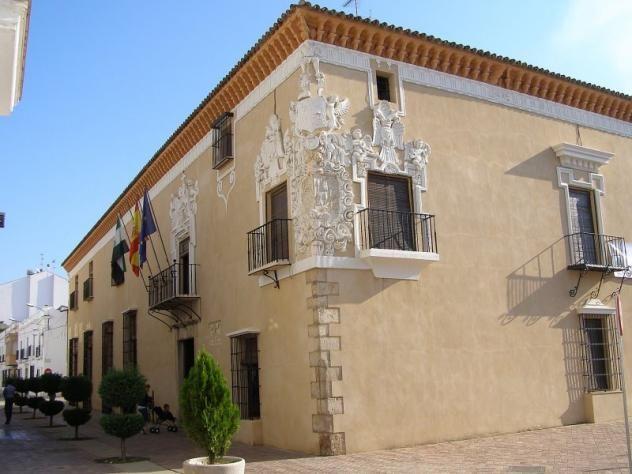Hermosa esquina del Palacio del Marqués de Monsalud, actual ayuntamiento de Almendralejo.