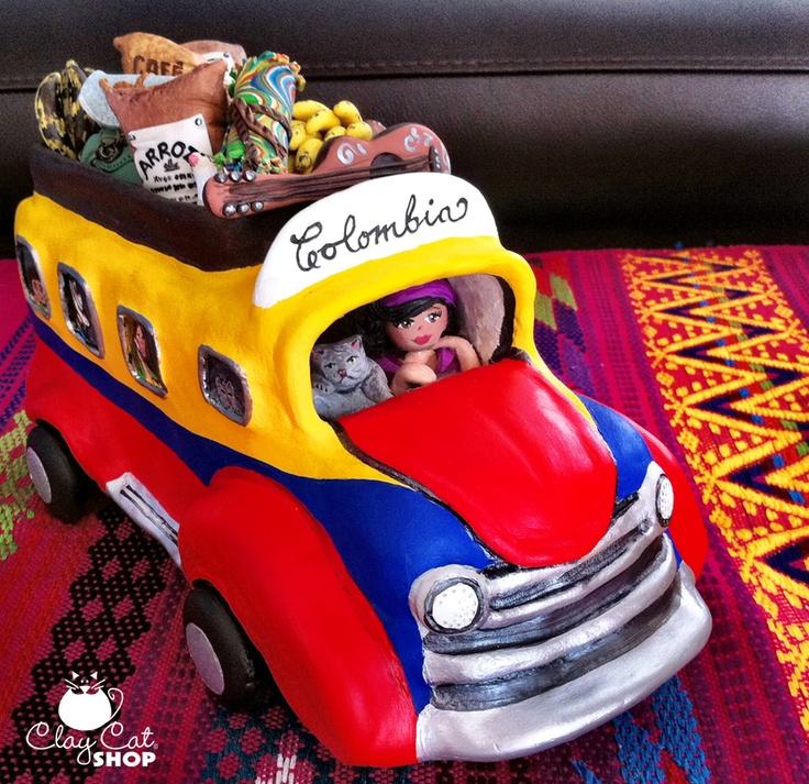 """Artesanía que representa un medio de transporte muy común en muchos de nuestros bellos pueblos de mi Amado País y que se conoce como """"Chiva""""."""