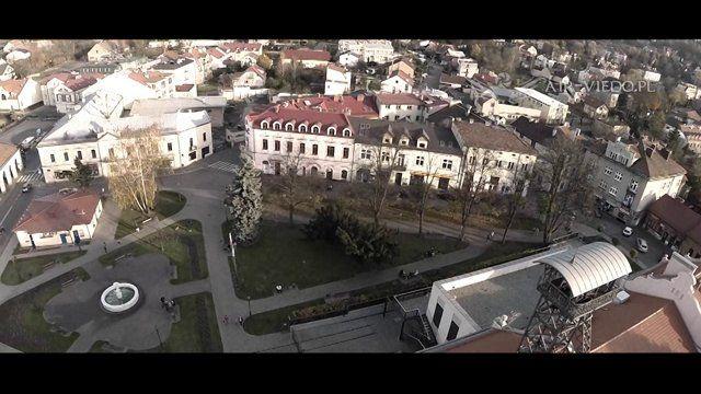 Krótki przegląd naszych realizacji wykonanych nad Wieliczką (Małopolska) w roku 2014. Prezentujemy najciekawsze, naszym zdaniem obiekty, które trudno zobaczyć w perspektywie lotu ptaka. Materiał zrealizowany przy użyciu Drona, czyli Bezzałogowego Statku Powietrznego.  Więcej informacji na naszej stronie: http://air-video.pl
