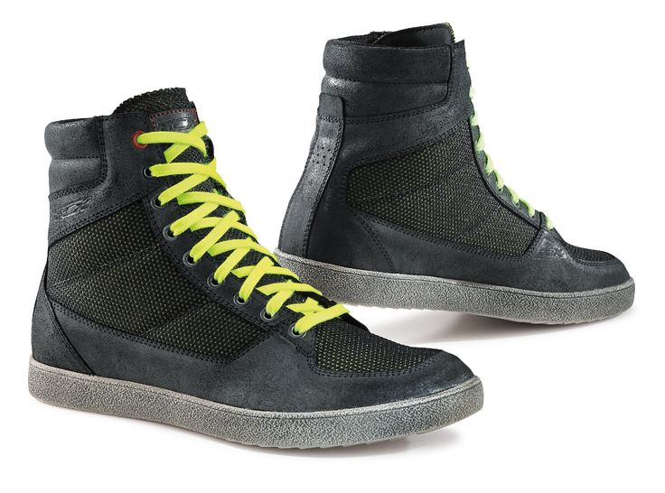 """X-WAVE AIR: STYLE AND PROTECTION Footwear with a brand new look and an original design, the X-WAVE AIR is also the perfect partner in warmer weather, thanks to the chamois leather, super breathable and its abrasion-resistant """"air mesh"""" fabric upper."""
