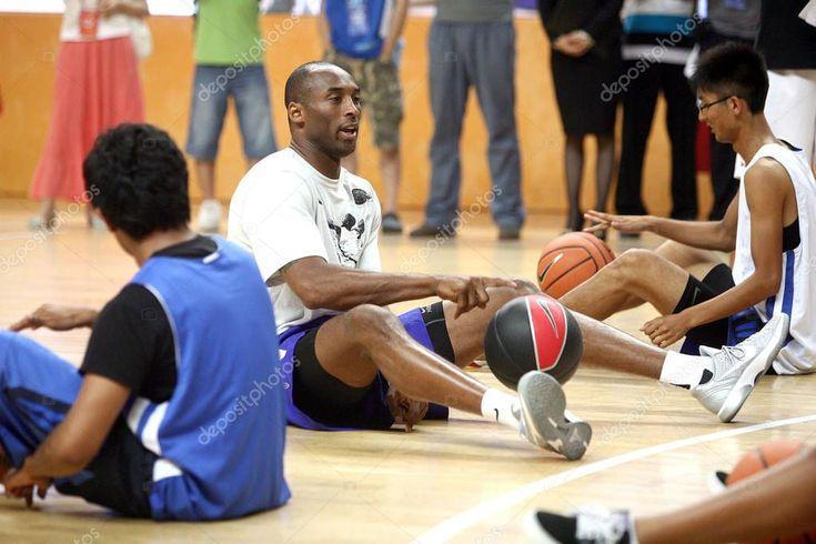 Nba Star Kobe Bryant trainiert junge Basketballspieler, die sich mit Chinesen treffen – S, #AFF …   – Aesthetic pictures