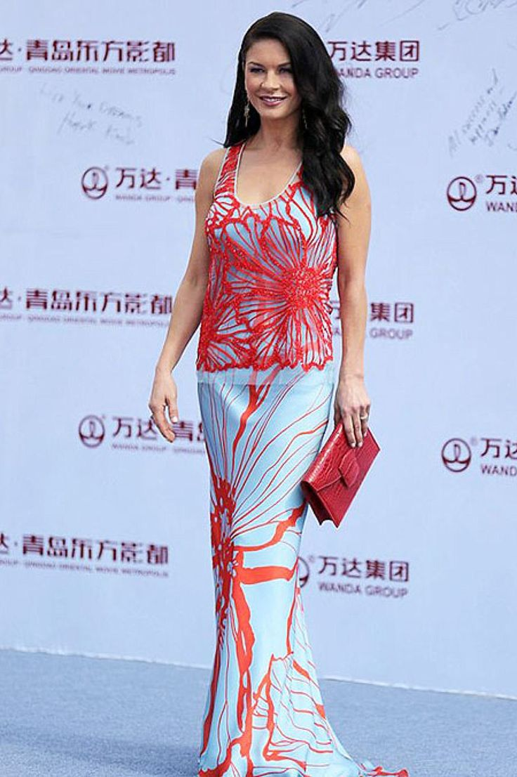 """Одно из последних ярких платьев актрисы, в котором она присутствовала на открытии """"китайского Голливуда"""", - Oriental Movie Metropolis - в китайском городе Циндао."""