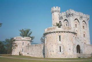 Castillo de Arteaga.En la reserva de Urdaibai en el País -Vasco, un paisaje de valles verdes y estrechos que se funden con sus estuarios,España