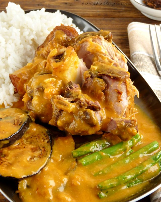 Crispy Kare-Kare Kare-kare is a popular Filipino dish served at special occasions. Try this crispy Kare-kare recipe that uses pork shank or 'pata' instead of the traditional oxtail and tripe.| www.foxyfolksy.com