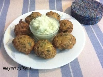 vatidar bhajia (cowpea fritters)
