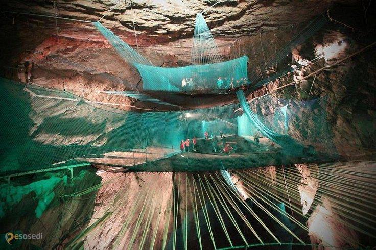 Подземный батут – #Великобритания #Уэльс #Ффестиниог_Коммунайти (#GB_WLS) Пока китайцы или арабы не решили перетянуть пальму первенства к себе, самый большой подземный батут находится в Великобритании.  ↳ http://ru.esosedi.org/GB/WLS/1000232856/podzemnyiy_batut/