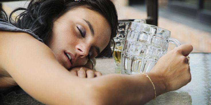 Hangover Face Care: Η περιποίηση προσώπου μετά το ξενύχτι