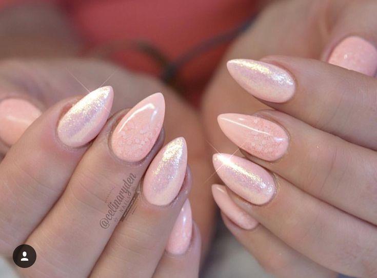 Rio, pretties gold and pink lace by Celina Ryden. Älskar hur Celina Ryden gör naglar. Borde kanske gå till henne nästa gång och få såna 😘