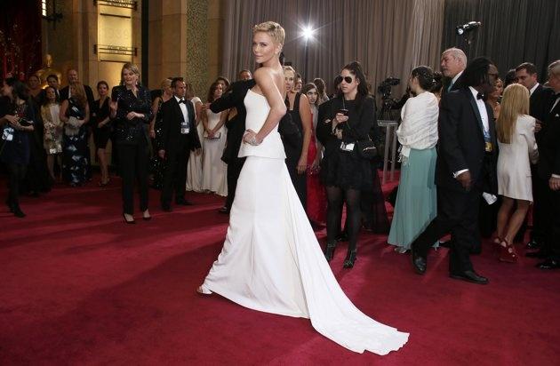 Fotos de Charlize Theron: toda una femme fatale - Yahoo! OMG! En Español