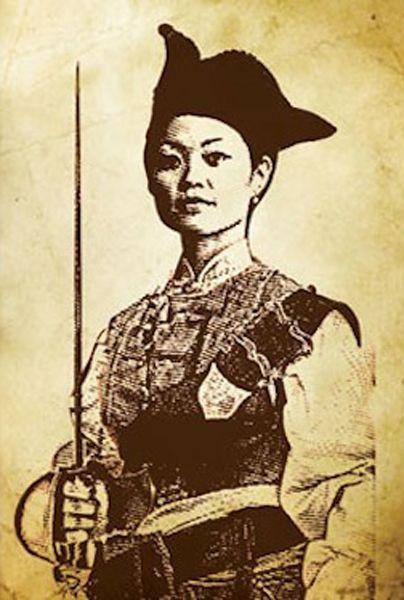 """Ching Shih (s. XVIII-XIX) fue una mujer pirata de los mares de China. Aunque su profesión siempre fue algo casi exclusivo de hombres ella es considerada muchas veces la pirata más exitosa de la historia, pues llegó a tener bajo sus órdenes más de 2.000 barcos (la """"Armada Invencible"""" eran 127...) . Su imperio pirata se basó en un rígido código de obediencia, orden y subordinación (algo poco habitual en el mundo pirata). Quizá no diese """"buen ejemplo"""" pero su logro fue innegable."""