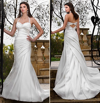 Like the unique pleated pattern in this bridal gown
