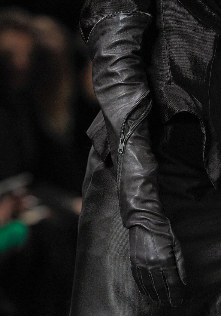 Ann Demeulemeester Fall 2012 RTW - Perfect gloves