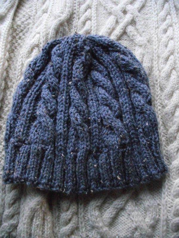 Un tuto pour celles qui voudraient s'attaquer à la réalisation du bonnet irlandais de notre Little Look de la Semaine! Allez, ça occupera bientôt vos longues journées pluvieuses au coin du feu!