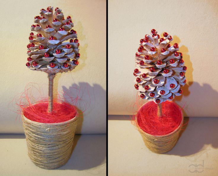 Little christmas tree covers in pearls. Marta Czapla Studio Projektowania Wnętrz Anima-design