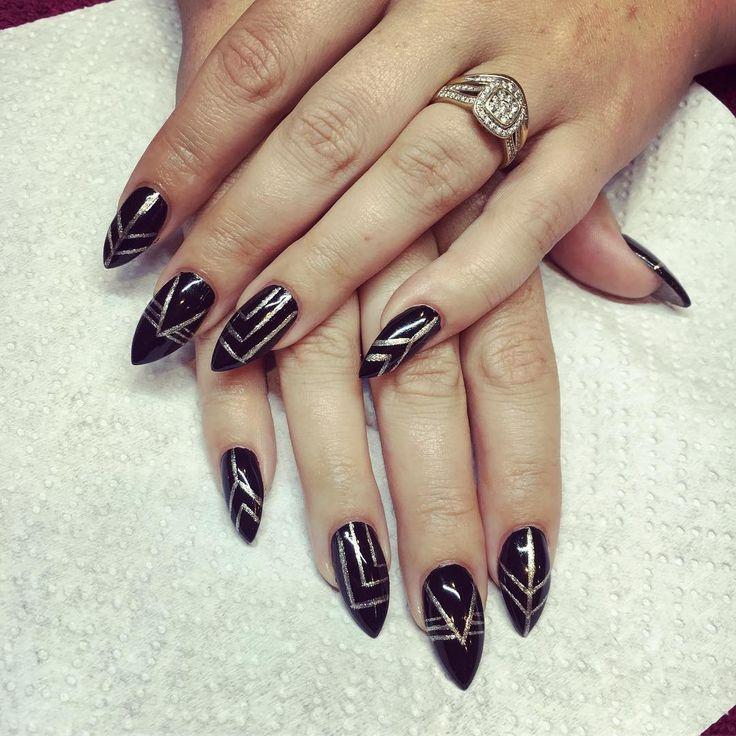 Acrylic Nails @beautyhartland_pakenham  #almondnails #pointynails #onpoint #sharp #gold #lines #black #glossy #shiney #bling #pakenham #pakenhamnails #pakenhambeautysalon #acrylicnails