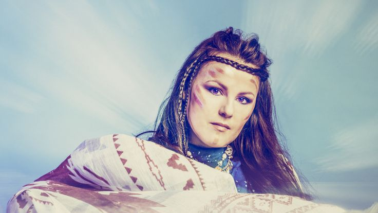 """Adisa Zvekic er allerede internasjonalt etablert og kjent som frontfigur, vokalist og låtskriver i bandene Gluho Doba, Dubioza Kolektiv og La Cherga. Under artistnavnet Diamusk gir hun nå fansen en smakebit fra sitt kommende soloalbum. Singelen """"Brotherhood"""" slippes 5. februar på den nystartede labelen Fjord Sound Records."""