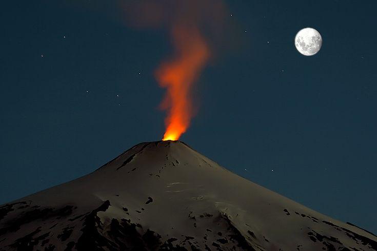 Volcán Villarrica, Región de La Araucanía, sur de Chile. http://www.fotonaturaleza.cl/details.php?image_id=12455&sessionid=13de2971b18eb035080e3bc281ca54b8
