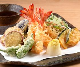 Tenpura, one of the most typical Japanese food, is said to have been brought by the Portuguese who landed Japan in the 16th century.