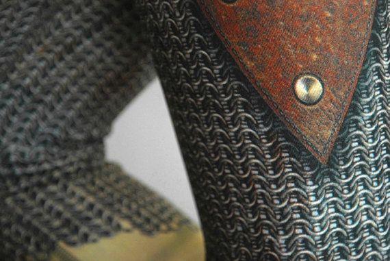 Jambières du croisé de MITMUNK en vedette notre signature chainmail imprimé plus de cuir brun chaud dans un flatteur attisé forme « tulipe » à larrière