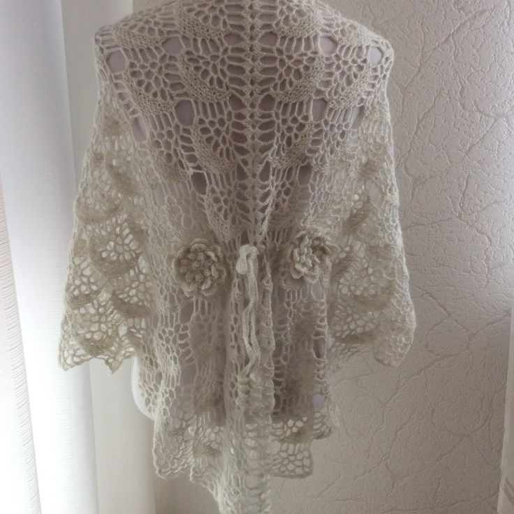 Gehaakte sjaal bruiloft. Kan gedragen worden als hesje, bolero, jasje wordt voor gesloten met knoop. Op de rug 2 bloemen verbonden met koordje. Crochet Shawl, lace, Shrug, Jacket in White. Look for the 10%  discount in my shop Hennie crochet Shawls.