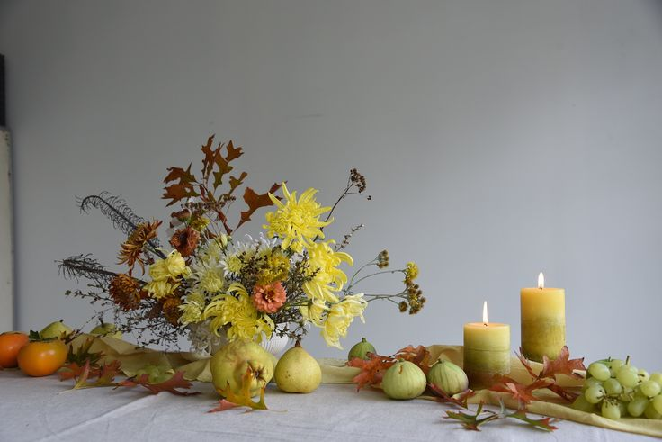 centrepiece, table flowers, fruit, may, autumn, yellow, oak leaves, harvest, chrysanthemums, figs, pears, quince