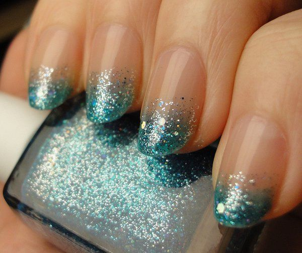 Clear coat and green glitter polish Ombre nail art design. The simplicity of this design makes the Ombre stand out more along with the help of the glitters.