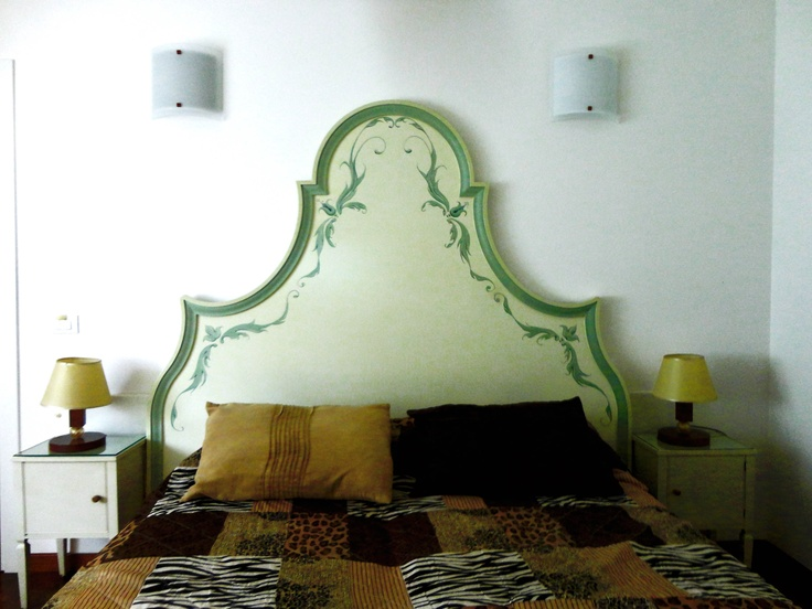 FLOWER - Testiera letto nuova (di nostra produzione) laccata a mano color avorio e verde acqua decorazioni floreali      Misure: 210cm x 175hcm