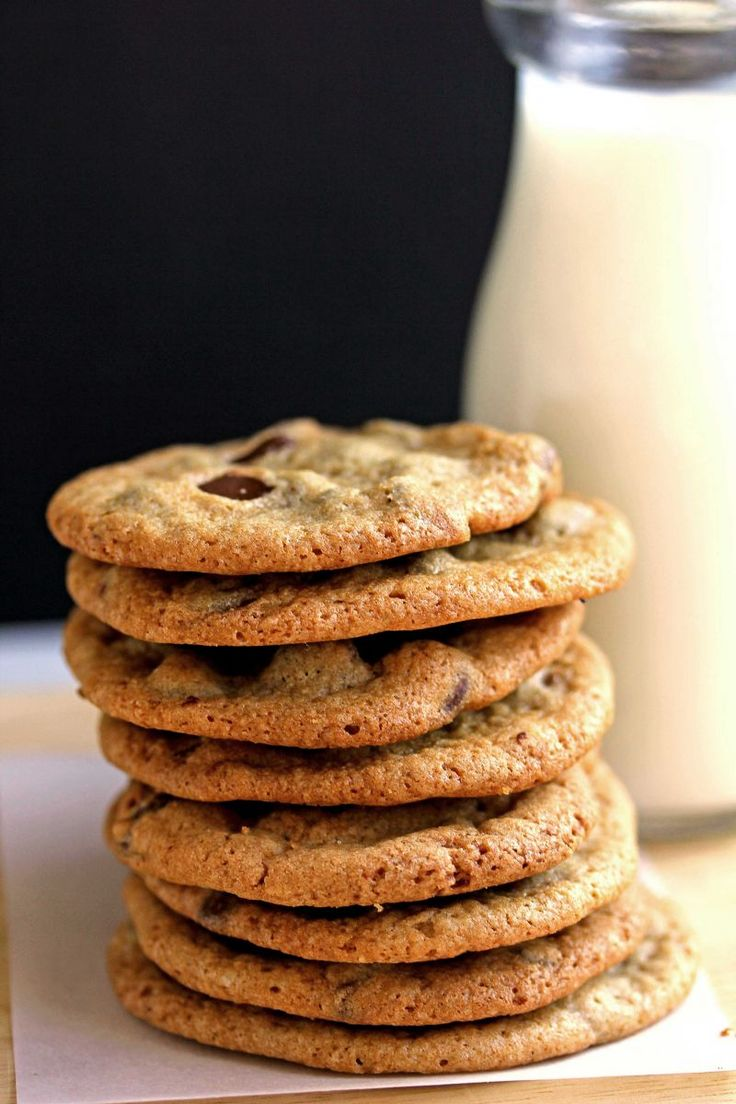 Classic Eats: Perfect Chocolate Chip Cookies | The Everygirl. CRISPY !