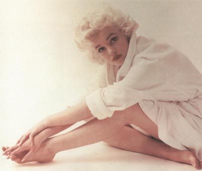 Icons Women, Marilyn Monroe, Inspiration, Real Women, Beautiful, Marilynmonroe, Classic White, Norma Jeans, Marylin Monroe