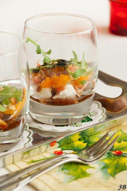 Verse vijgen uit de oven met gorgonzola, walnoten en honing en walnoten.