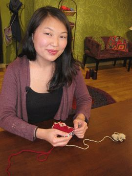 Knitting Daily: Episode 803 - Armenian knitting. Adding design in second color without long floats.