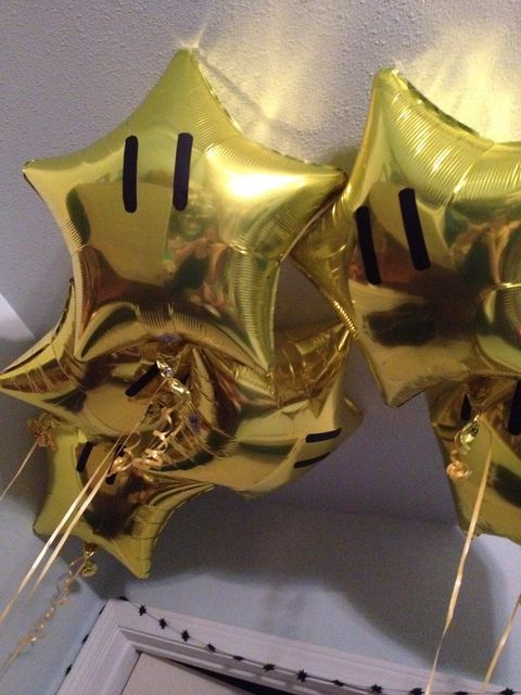 Gold star balloons at a Super Mario Bros Party #supermario #starballoons