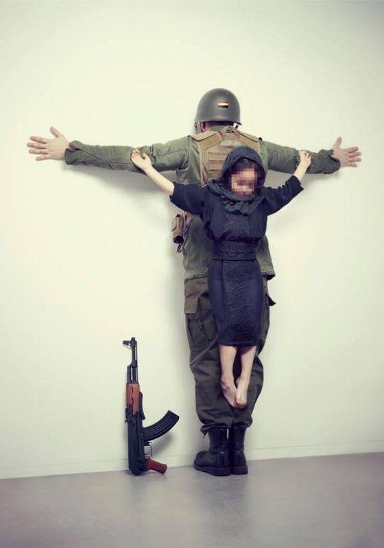 Erik Ravelo - Los Intocables - Sette foto di bambini crocifissi per denunciare la pedofilia e la civiltà consumistica