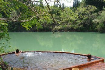 大塩温泉たつみ荘季節限定露天風呂/福島